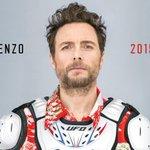 #Lorenzo2015cc è il Disco della Nazione: fatto per piacere a tutti, come il PD di Renzi http://t.co/5BX53cShV1 http://t.co/X6ThXX8Xho