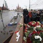 Chissà se @matteorenzi, arrivando a Mosca, si ricorderà di portare un fiore per @BorisNemtsov #Nemtsov http://t.co/NzbYGjH9Wg