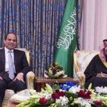 العاهل السعودي يستقبل السيسي بالرياض   #مصر #السعودية http://t.co/9PYl54KqoJ http://t.co/BKyPX1vsL4