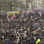 Около 7 тыс. человек собрались в центре Москвы почтить память Бориса Немцова http://t.co/3OrdkeqaNR