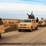"""الدستور  شاهد بالصور .. استعراض عسكري لـ""""بيت المقدس"""" بسيارات ضخمة وأسلحة ثقيلة في #سيناء #مصر http://t.co/FyRUyjIOHF http://t.co/fdJMVlhTSO"""