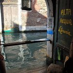 """Water is the driving force in nature."" ― Leonardo da Vinci. ???? Aqua Alta Bookstore in Venice (Italy) by Kylee Anne. http://t.co/zUoUjYfh7o"