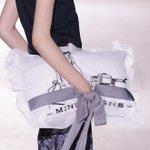 まくらみたいなクラッチバッグが人気に。ミントデザインズ2015年春夏の新作 http://t.co/gXF5nXEDNS http://t.co/699J3O06pQ