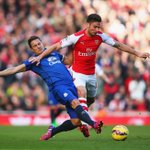 Half-time: Arsenal 1-0 Everton O. Giroud (39) http://t.co/mwiaEMfSCU #AFCvEFC http://t.co/ObIMe5AYh0