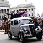 """Uruguay: Mujica se fue en su """"fusca"""" WV, y Vázquez llegó en camioneta Fordson de los 50 (primer vehículo que compró) http://t.co/N9Q8cWH3Bi"""
