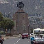 Ponen peluca a monumento de la Mitad del Mundo por los niños con cáncer http://t.co/JgJciYXGGQ http://t.co/obuzDF9eFH