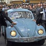 Simplemente #PepeMujica !! Su llegada a la posesión de #TabareVazquez en #Uruguay !! http://t.co/KkuaqoXwOL