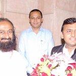 Uttar Pradesh CM @yadavakhilesh with Gurudev @SriSri Ravi Shankar Ji in Lucknow http://t.co/vHCzokmQbx