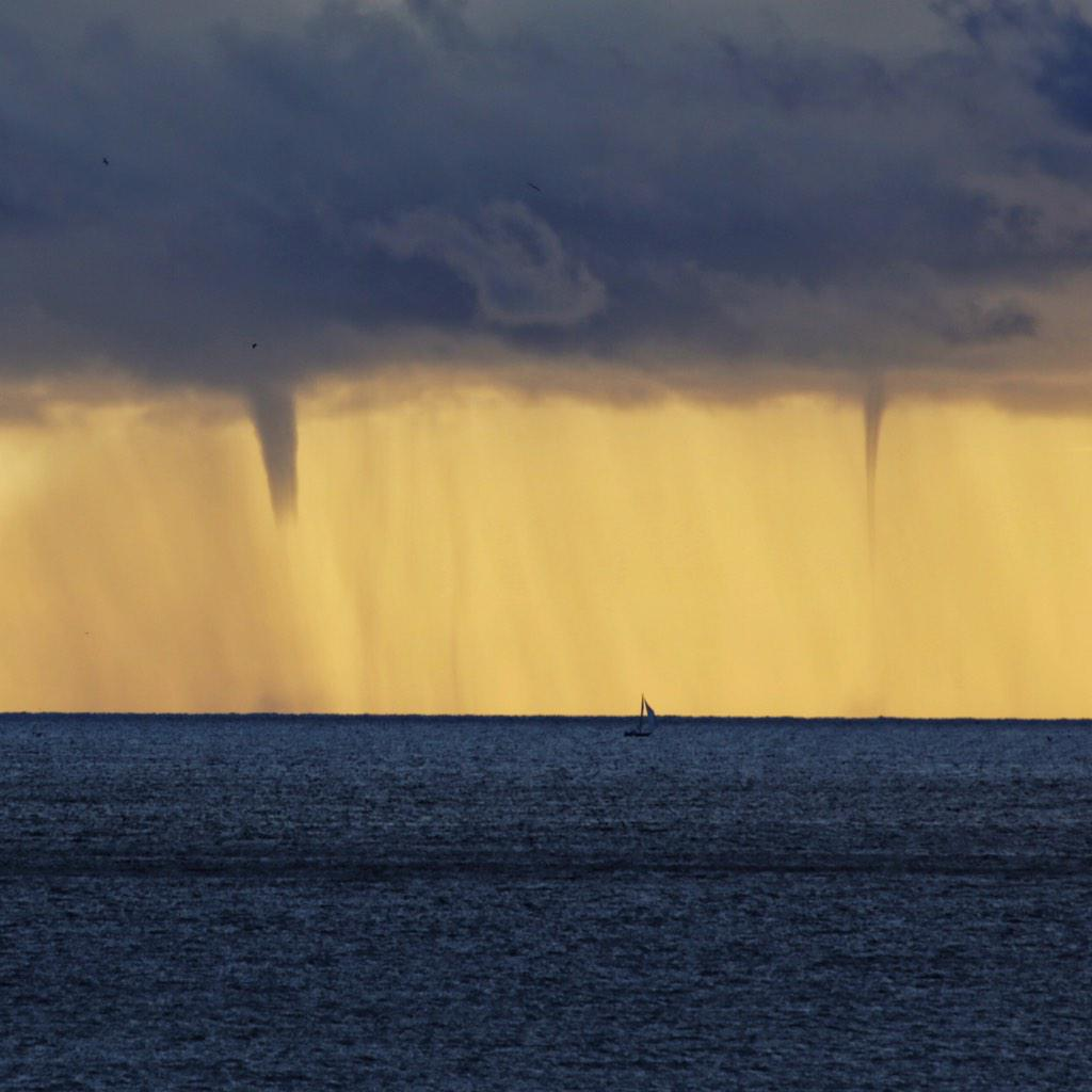 .@Brian_Hawkins also captured tonight's waterspouts from @redondopier. @RICKatFOX ever seen this off Redondo before? http://t.co/iOFCHHjJLD