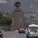 Colocan peluca a monumento a la Mitad del Mundo por niños con cáncer #Ecuador http://t.co/gsjTUFgfJW http://t.co/zZ095Dk59a