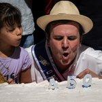 Río de Janeiro cumple 450 años y lo celebra con 8 toneladas de pastel. http://t.co/RzRiO4ciPU (AFP) http://t.co/FS8hHLZ3Mm