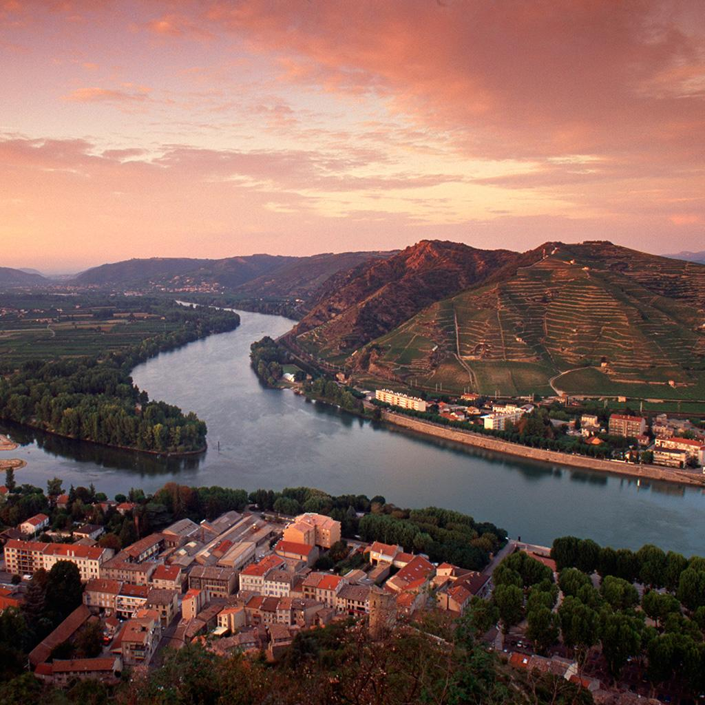 16 Places in France Every #WIne Lover Needs To Put on Their Bucket List http://t.co/9zy4fTs6JY #winetravel http://t.co/Mgt6YERrQb