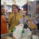 No Uruguai, @dilmabr vai ao supermercado para comprar utensílios básicos. http://t.co/OJIKSNcRQs http://t.co/58XxtNn4Dl
