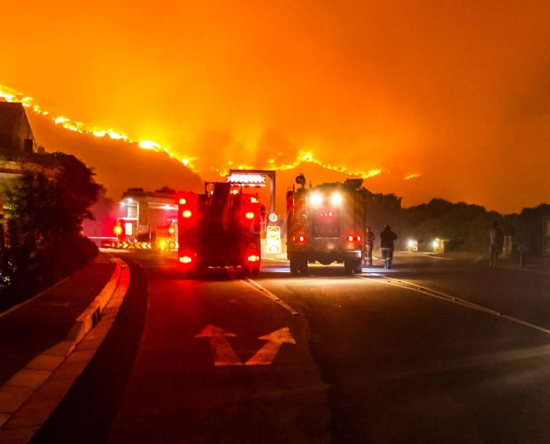 Tollgate at Chapman's Peak  #HoutBay. Pic by Charles Mercer via FB. #MuizenbergFire #Chappies http://t.co/xlY4vnJcoO