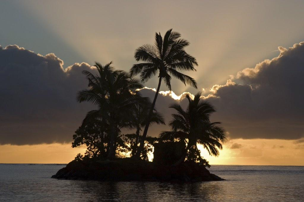 There she goes again ... Let the countdown to next weekend begin! Five More #sunsets! #TommyBahama http://t.co/BbdI02Gost