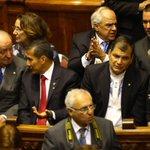 Secretario General #UNASUR, @ernestosamperp estuvo presente en la posesión del Presidente de #Uruguay Tabaré Vásquez. http://t.co/CKExD1qHtz