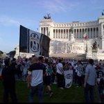 Tifosi della Juve che insegnano allISIS come si invade Roma #RomaJuve http://t.co/5iBfe0ekFF