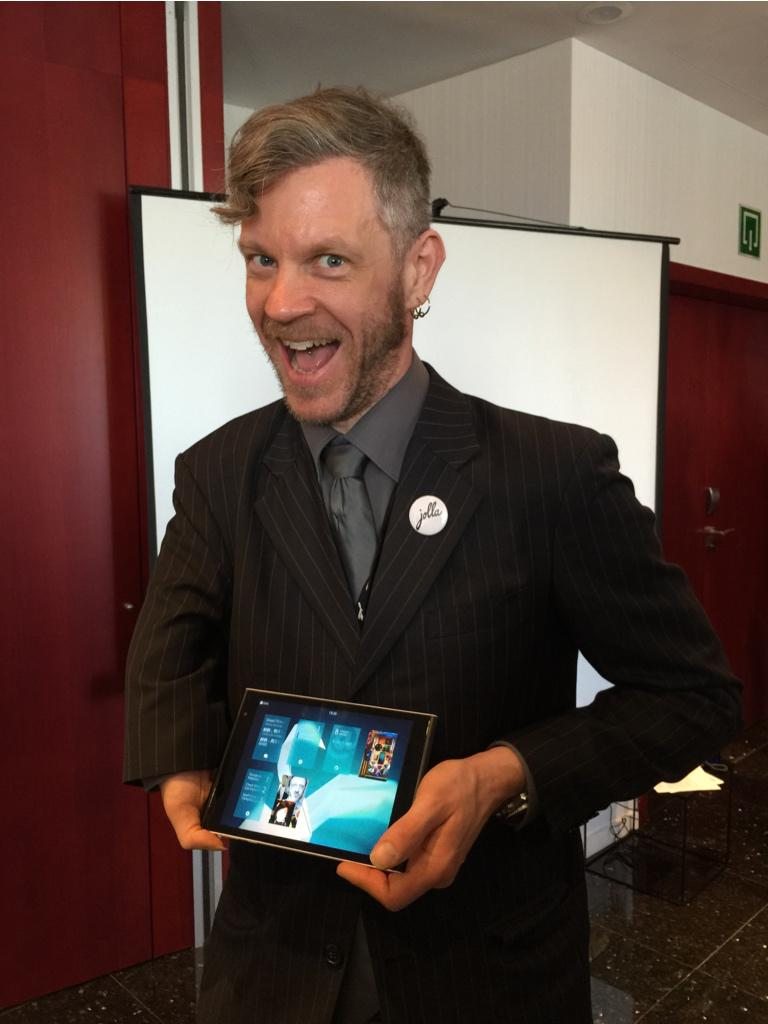 It's @MarcDillonDotFi rocking the @JollaHQ tablet :) http://t.co/1Daut7mi3z