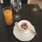 Vous reprendrez bien une tasse de café ? #Cannes @CarltonCannes http://t.co/daQbm1Ohhd