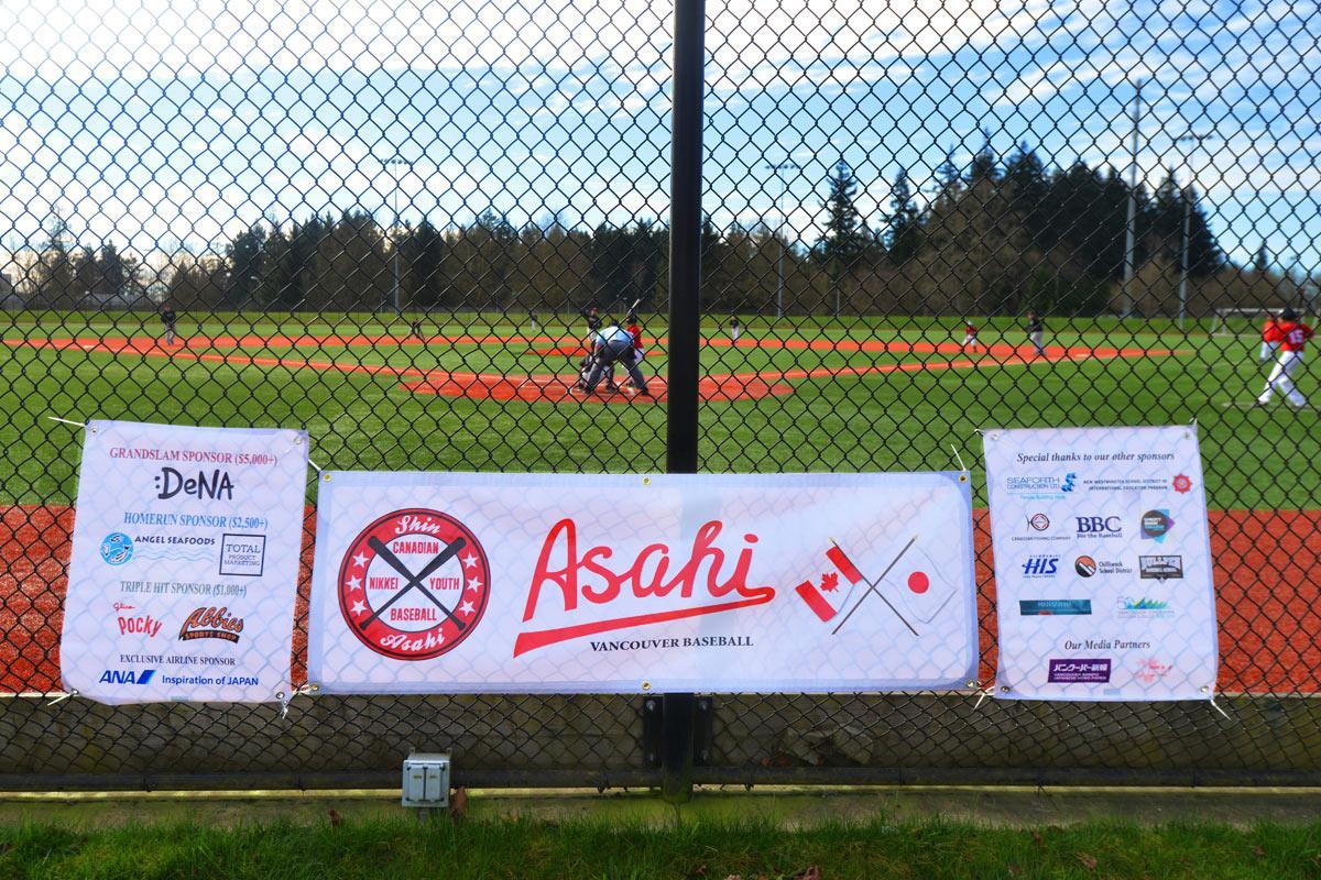 「バンクーバーの朝日」の野球チームのストーリーが昨年映画化され話題を呼びましたが、バンクーバーでは「新・朝日」チームが2014年10月に結成!今週末には日本に遠征にやって来ます! http://t.co/ReoJgxmkiN http://t.co/AbDjqo6sf7