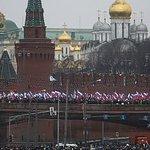 """Omicidio Nemtsov, i media russi: """"Le telecamere sul ponte erano in riparazione"""" http://t.co/YaFIqqGr8N http://t.co/VOwPGGIsux"""