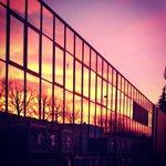 #Curno: Oggi Ma che cielo cè (riflesso) lo dico io: #alba #buongiorno, buon lunedì #bergamo http://t.co/JIZjxX4P4u