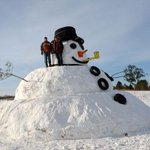 """@g1: Dupla constrói boneco de neve gigante nos EUA http://t.co/pMlIRQpUF7 #G1 http://t.co/ptI2tBBDjF"" ????????"