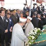 Türkiyenin büyük vicdanı Yaşar Kemali sonsuzluğa uğurladık. Allah rahmet eylesin http://t.co/3rMEszwntT
