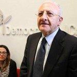 Primarie #PD in Campania vince De Luca. Non avevo dubbi i #pidioti votano solo condannati! http://t.co/rd3lu2aSPS http://t.co/vZiFuZ8nX4
