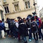 """#Roma fuori la prefettura mobilitazione richiedenti asilo Rebibbia e Castrense """"Non possiamo pagare noi MafiaCapitale http://t.co/uCBSGNPDLP"""