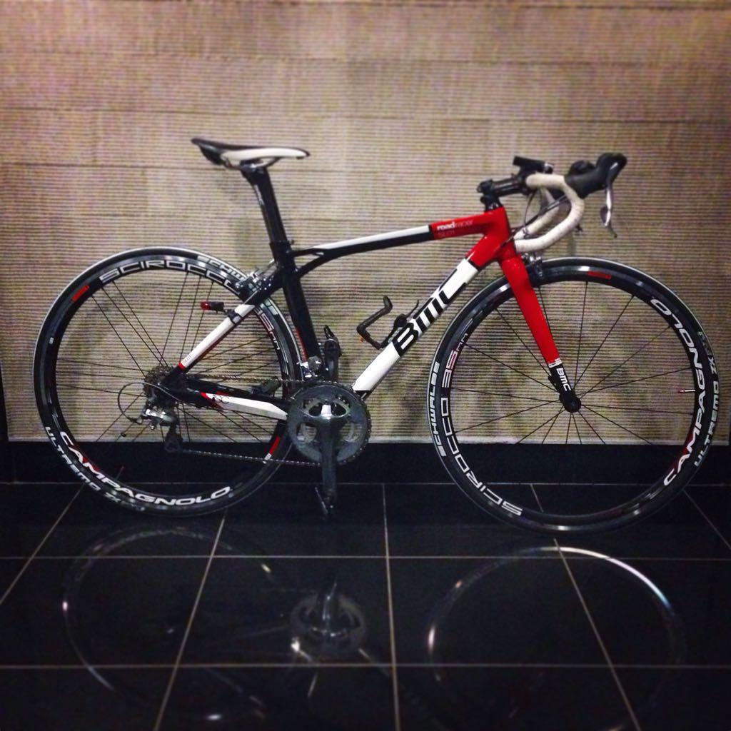 【各位】3/2 19:00ごろ吉祥寺成蹊大学の前で自転車盗難にあいました。見かけたら連絡下さい。2012BMC SL01 tiagra ホイールはシロッコ、タイヤはschwalbe ultremo の白 です。よろしくお願いします。 http://t.co/ZN6u2XsEUQ