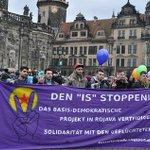 Transparent auf der Demo in #Dresden am 28.02.15. Supportet das Camp auf dem #Theaterplatz! #Rojava #Kobane #feb28dd http://t.co/SF7Lvon4S5