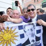 Presidente @MashiRafael felicita a #Uruguay por su compromiso con el cambio http://t.co/BChDuf0u62 @ElCiudadano_ec http://t.co/MU0IbfeztC