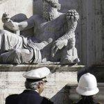 #Roma, mazzette per chiudere un occhio su abusi edilizi: arrestato anche un vigile /Video http://t.co/nMIXo3kfvA http://t.co/sNShwpx4FK