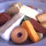 Woman orders cheese and biscuits at hotel - and gets this instead http://t.co/PaXFAsSdZe http://t.co/exxfg3GdFD
