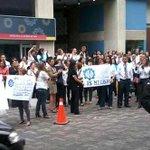 """RT @Yukeinsi: @ElNacionalWeb: #2M Trabajadores del Banco Industrial protestan en Sabana Grande, http://t.co/HAhE88ASwN"""" #NoalcierredelBIV"""