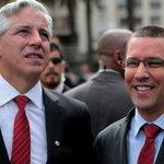 Gran recibimiento: escuche lo que le gritaba el pueblo uruguayo al vicepresidente #Arreaza http://t.co/EFxqLExC6V http://t.co/2q5hd8ZcLT +