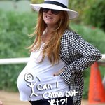 #IslaFisher looks ready to pop as she hikes in LA with her baby bump! Doesn't she look fab??? http://t.co/MDXzhrTpAc