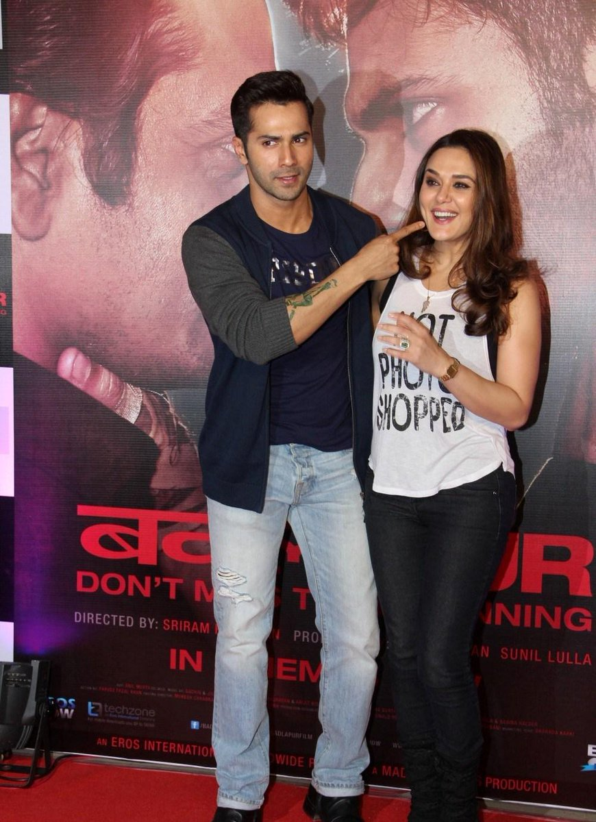 #Preity looks pretty at the succes bash of #Badlapur with#Varun #Dhawan. Check the gallery for more photos! http://t.co/hLRVyFikgF