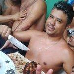 Presos fazem churrasco com cerveja em penitenciária da Bahia. http://t.co/xdG2gvx614 http://t.co/kzgg6ZwtYQ