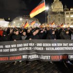 Dresden: Pegida-Demonstranten attackieren Flüchtlingscamp http://t.co/NRoo2aJeA0 http://t.co/MTGntDHyPk