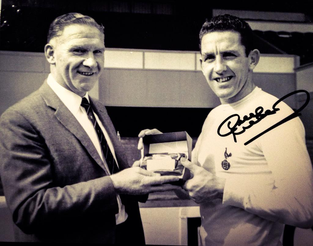 Really, really sad to hear about the death of a true Spurs legend. Someone who was an absolute hero to me. #Mackay http://t.co/suEcRhfnT4