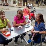 Las panaderías barrio son el punto de reunión perfecto para disfrutar de la fresca tarde de #Calico. @ClaraLuzRoldan http://t.co/KtM5jgCQQ8