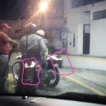 """""""Civiles""""en motos SIN PLACAS y PISTOLAS.Son parte de los q atacan a la #ULATachira #Tachira #2M Esto es Paz? http://t.co/xqLoSCNw8i"""