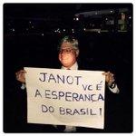Um dia antes de pedir a abertura de inquéritos na operação Lava Jato, Rodrigo Janot posa para foto com apoiadores. http://t.co/rFppJC8AnL