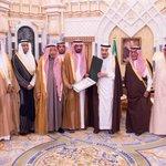 #خادم_الحرمين_الشريفين يستقبل القنصل السعودي #عبدالله_الخالدي ويقلده وسام الملك عبدالعزيز. #السعودية http://t.co/9aQSamKsK1