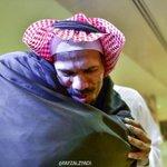 صورة ترند: القنصل عبدالله الخالدي يحتضن والدته بعد عودته للوطن. | عبر: @fayzalzyadi http://t.co/0C6Pq3BenZ