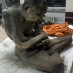 【びっくり】モンゴルで200年前に生まれた僧侶のミイラを発見 http://t.co/OVZATjpL5T 盗掘し売却しようとしていた男から押収したという。 http://t.co/RVWhC4SwTM