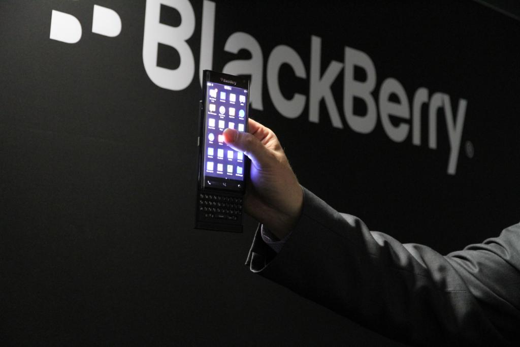 """You're going to love this! """"@BlackBerry: Dual-curved, all-touch display with a Keyboard - yes a slider! #MWC15 http://t.co/MBqNsU5Aru"""""""