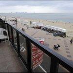 Appartement op zeedijk wordt goedkoper http://t.co/1iW6YAfERn #destandaard http://t.co/TaWEQ78yu0